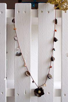 Pot Pourri, Collana con petali e fiore marroni! Necklace with brown petals and flower!