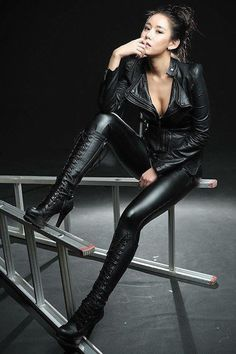 42 Stylish Black Leather Jacket Ideas For Women - Lace High Heels, Hot High Heels, High Heel Boots, Knee Boots, Pvc Fashion, Leather Fashion, Look Fashion, Fashion Ideas, Leder Outfits