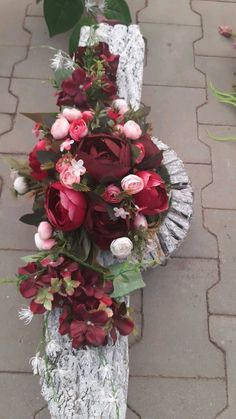 Grave Decorations, Modern Flower Arrangements, Photo Booth Backdrop, Flower Garlands, Flower Photos, Memorial Day, Funeral, Christmas Wreaths, Backdrops
