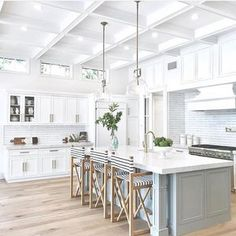 Looking for for pictures for farmhouse kitchen? Browse around this site for perfect farmhouse kitchen inspiration. This specific farmhouse kitchen ideas appears to be totally excellent. Cozy Kitchen, Home Decor Kitchen, Rustic Kitchen, Kitchen Furniture, New Kitchen, Kitchen Ideas, Awesome Kitchen, Kitchen Layout, Kitchen Hacks