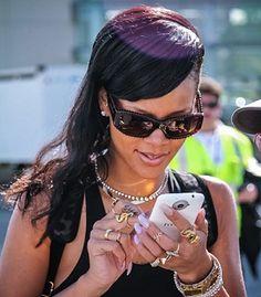 """Rihanna acompañada por el HTC One X+ durante su gira mundial """"777"""""""
