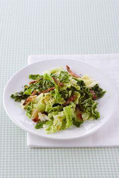 In cerca di una ricetta light che sia sfiziosa? Prepara un secondo facilissimo con la verdura invernale: la verza stufata con lo speck. Leggi qui come.