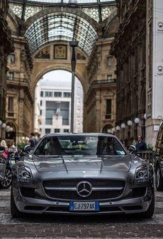 Mercedes SLS, Galleria Vittoria Emanuele, Milano