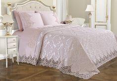 Fransız dantelli yatak örtüsü modelleri zarif duruşlarıyla yatak odanıza çok yakışacak örtülerden biridir. Bu örtüler ayrıca dantelli tüllerinizle..