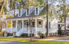 Looking for the best house plans? Check out the Somerset Ridge plan from Southern Living. Bungalow House Plans, Craftsman House Plans, Modern House Plans, Small House Plans, House Floor Plans, Country Farmhouse Decor, Farmhouse Plans, Modern Farmhouse, Southern Farmhouse
