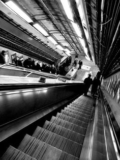 London Underground - always find it so intimidating Space Photography, London Photography, Cycling In London, London Underground Tube, London History, London Transport, World's Most Beautiful, London Calling, Photographs