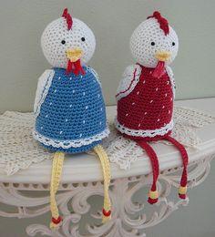 Goed zelf te doen zonder patroon. Crochet Birds, Easter Crochet, Knit Or Crochet, Crochet Animals, Crochet Dolls, Crochet Hats, Rooster Craft, Yarn Animals, Crochet Chicken