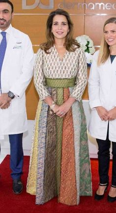 6 October 2016 - Princess Haya visits a clinic in Dubai - top and skirt by Valentino King Queen Princess, Princess Haya, Royal Queen, Royal Princess, Princess Style, Queen Noor, Queen Rania, Couture Skirts, Couture Tops