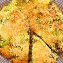 Frittata met krieltjes, prei, spekreepjes en belegen kaas