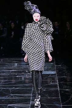 Bold Coat - Alexander McQueen Fall 2009 Ready-to-Wear Collection Slideshow on Style.com