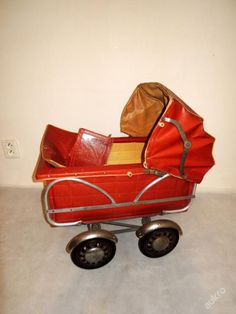 ..KO�ENKOV� STARO�ITN� KO��REK PRO PANENKU Dolls Prams, Baby Carriage, Baby Dolls, Baby Strollers, Cool Stuff, Retro, Children, Wheels, Vintage