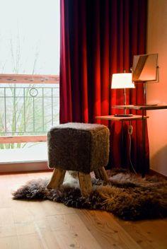 Schminktisch Kitzhof Suite Natural Living, Teak, Diy Regal, Mountain Designs, Das Hotel, Design Blog, Ottoman, Curtains, Chair