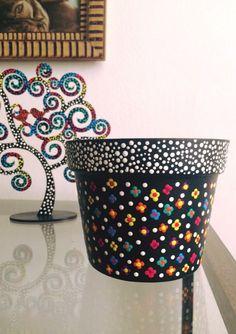 Flower Pot Art, Flower Pot Design, Clay Flower Pots, Flower Pot Crafts, Clay Pot Crafts, Crafts To Make, Diy Crafts, Painted Plant Pots, Painted Flower Pots