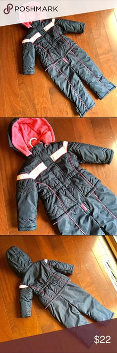 🎉30% OFF BUNDLES🎉🎀NEW LISTING🎀Girls Snowsuit Toddler Girls Navy Blue, Pink and White Snowsuit Jacket and Snowpants Set by Wonder Kids. Size 2T. Super warm. Only worn twice. Wonder Kids Matching Sets