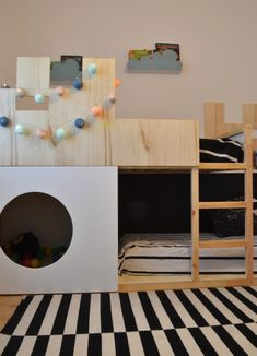 From a simple Kura to a castle bunk bed with a play nook adding some plywood and a plywood platform for the second bed. Hack a KURA castle bunk bed. Kura Bed Hack, Ikea Kura Hack, Hacks Ikea, Ikea Hackers, Kids Bunk Beds, Kura Cama Ikea, Diy Storage Bed, Lp Storage, Ideas