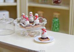 1:12 Dollhouse Scale Christmas Snowmen S'mores