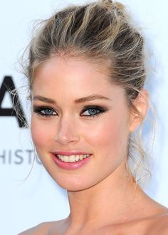 Doutzen Kroes Photos - The 2012 amfAR Gala during the annual Cannes Film Festival. - The 2012 amfAR Gala Beauty Makeup, Hair Makeup, Hair Beauty, Beautiful Models, Beautiful Eyes, Beauté Blonde, Date Night Makeup, Actrices Sexy, Corte Y Color