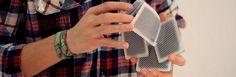 Mit Karten herumspielen. Simpel.