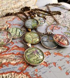 Kartsmycken av NorDesign! Vackra halsband av gamla kartor. Beställ ditt smultronställe. Alla halsband görs på beställning.