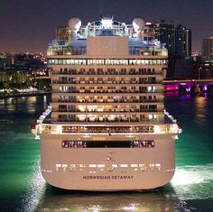 Explore the Magnificent World through Luxury Cruise – Travel By Cruise Ship Cruise Travel, Cruise Vacation, Dream Vacations, Vacation Trips, Western Caribbean Cruise, Norwegian Cruise Line, Cruise Wedding, Celebrity Cruises, Family Cruise
