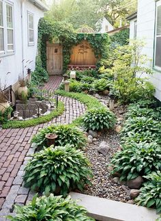 Side-Yard Solutions pretty little leafy side garden.with cobblestone and brick and hostas and climbing vines!pretty little leafy side garden.with cobblestone and brick and hostas and climbing vines! Small Backyard Design, Small Backyard Landscaping, Landscaping Ideas, Backyard Ideas, Backyard Designs, Landscaping Software, Desert Backyard, Modern Backyard, Luxury Landscaping