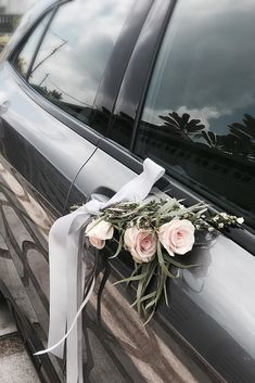 30 Gorgeous Wedding Car Decoration Ideas Decorating wedding car is one of the obligatory traditions! Flowers, flying tapes and balloons will be excellent assistants in this creative process. Wedding Car Deco, Wedding Day, Just Married Car, Bridal Car, Wedding Hall Decorations, Wedding Beauty, Wedding Designs, Wedding Flowers, Balloons
