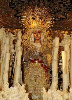 La Virgen de la Esperanza de Triana.