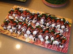 Skewer fresh basil, grape tomato, mozzarella pearls and salami cubes. Drizzle with balsamic glaze! :) delicious and pretty! Mozzarella Pearls, Tomato Mozzarella, Recipe Conversions, Great Recipes, Favorite Recipes, Cook At Home, Game Day Food, Kabobs, Skewers