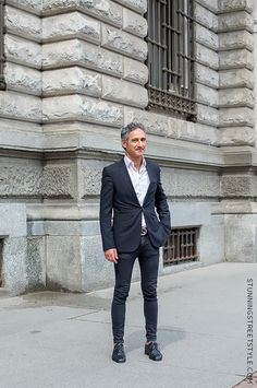 Those italian men know how to dress well. perfect suit, image by StunningStreetstyle #mfw #milano