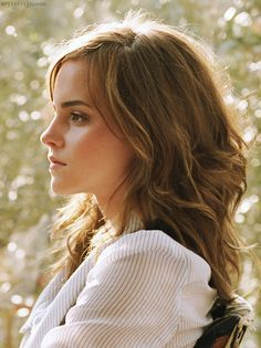 The gorgeous Emma Watson. Loooooove her hair here
