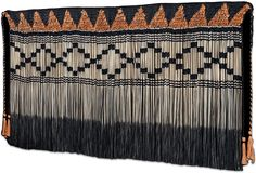 Karl Rangikawhiti Leonard is one of New Zealand's finest practitioners of Māori weaving. View his gallery of striking traditional Piupiu garments. Flax Weaving, Weaving Art, Loom Weaving, Basket Weaving, Tablet Weaving Patterns, Tahitian Dance, Maori People, Maori Designs, New Zealand Art