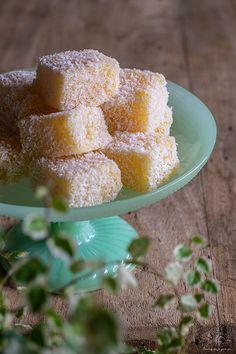 Carrés fondants de manioc (cuits à la vapeur) & noix de coco. Fondant, La Marmite, Galette, Fondant Icing, Gum Paste