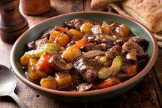During the cooler months, there's nothing like a big bowl of beef stew. But, who has the time to cook it all day long? Here's my easy beef stew recipe. Easy Beef Stew, Beef Stew Meat, Steak Recipes, Soup Recipes, Classic Beef Stew, Pepper Steak, Gumbo, Pot Roast, Roast Beef