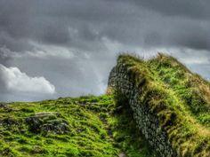 cladelcroix:  Le mur d'Hadrien recouvert d'herbe   N'hésitez...