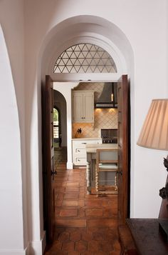 mediterranean entry by Thomas Thaddeus Truett Architect - arch inset detail