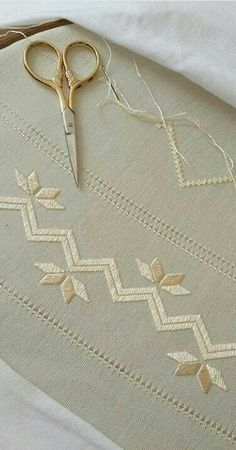 Discover thousands of images about Muhammet Al Hand Embroidery Videos, Hand Embroidery Patterns, Embroidery Stitches, Embroidery Designs, Hardanger Embroidery, Ribbon Embroidery, Floral Embroidery, Swedish Weaving, Drawn Thread