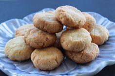 Pastas de almendra Mantecaditos, Macarons, Cookies, Desserts, Food, French, Almond Cookies, Homemade Food, Food Recipes
