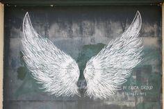 Explore your city – Deland – Graffiti World Angel Wings Art, Angel Wings Drawing, Murals Street Art, Chalk Art, Animal Tattoos, Wing Tattoos, Sleeve Tattoos, Dreamcatcher Tattoos, Elle Studio