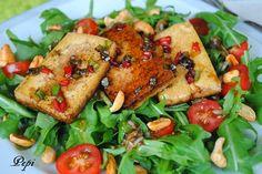 Sopa de Sopa : Ensalada de rúcula, tomates cherry y tofu glaseado con balsámico Tofu, Tandoori Chicken, Meat, Ethnic Recipes, Frosting