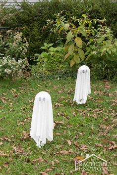 DIY Floating Halloween Ghosts take less than ten minutes to make. Perfect last minute Halloween yard decoration!