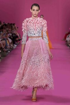Araya Hargate Closes The Georges Hobeika Haute Couture Autumn/Winter 2019 Show Haute Couture Gowns, Style Couture, Haute Couture Fashion, Georges Hobeika, Fashion 2020, Runway Fashion, Fashion Show, Fashion Looks, Fashion Design