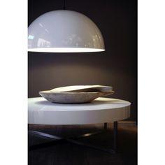 De Maretti Moon hanglamp. Een tijdloze en fraaie lamp die zich moeiteloos aanpast aan ieder interieur. De Maretti Moon heeft een diameter van 70cm en komt zo goed tot zijn recht als centrale lichtbron aam bijvoorbeeld de eetkamertafel. Kies de kleur die bij u past; aluminium, matzwart of matwit. #gilsingwonen #maretti #design #hanglamp #designlamp #designverlichting #moon Lights, Home Decor, Light Fixtures, Decoration Home, Room Decor, Lighting, Rope Lighting, Lanterns, Interior Decorating