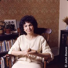 Alice Munroe Nobel Prize in Literature Laureate Writing in English Blood On The Tracks, Alice Munro, University Of Saskatchewan, Nobel Prize In Literature, Playwright, Great Books, Reading Lists, Famous People, Writer