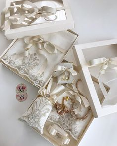 ÜlGülşirin bride👰🏻 is going . Wedding Gift Boxes, Wedding Favors, Party Favors, Wedding Invitations, Flower Centerpieces, Wedding Centerpieces, Wedding Decorations, Tips And Tricks, Islamic Gifts