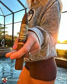Cigars & Whiskeys - 🔥💨 📸 : Like 👍,. Booze Drink, Fun Drinks, Cigar And Whiskey Party, Cigars And Women, Cigar Art, Smoke Photography, Premium Cigars, Cigar Room, Good Cigars