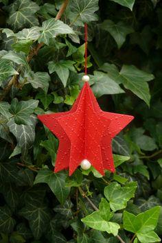 Vánoční hvězdička z barevného kartonu velikost 8,7 cm.