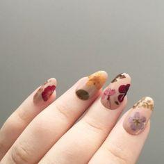 Reusable Pressed Dried Flowers Press-On Nails - Nail art tutorial - Nageldesign Winter Nail Art, Winter Nails, Summer Nails, Fall Nails, Winter Art, Winter Makeup, Winter Ideas, Acrylic Nail Designs, Nail Art Designs