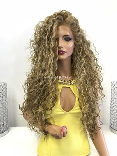 Natural Curls with Curtain Bangs and Highlights - 20 Chicest Hairstyles for Thin Curly Hair – The Right Hairstyles - The Trending Hairstyle Thin Curly Hair, Curly Hair Tips, Wavy Hair, Curly Hair Styles, Natural Hair Styles, Long Curly, Big Hair, Blonde Hair, Best Ombre Hair