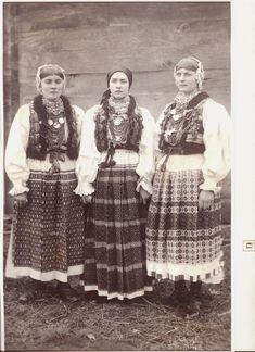 Croatia, Turopolje, narodna nošnja Turopolja, mlade snahe iz sela Blato kraj Zagreba oko 1935.g.