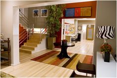 The best house on Modern Family...Jay and Gloria's. (Interior and exterior photos included of all of the homes)